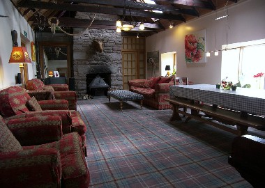 The main lounge, with its wood burning stove and magnificent views, is an ideal place to relax after an enjoyable days touring. The rooms in the 300 year old cottage wing have walls nearly three feet thick, B&B in Hillview Cottage , Stirling allows you to have a rural feel to your Scottish holiday, and yet be close to all the main visitor centres like Stirling Edinburgh Glasgow The Tossachs and Loch Lomond. William Wallace country is just up the road!